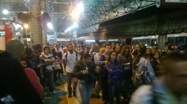 Embarque no terminal Jardim Ângela, no dia 5 de maio, às 5h28. Foto: Apē - estudos em mobilidade.